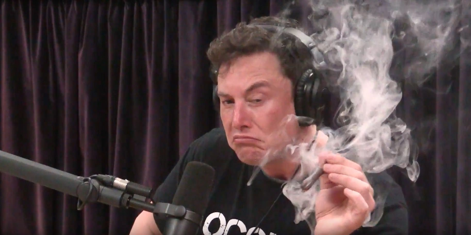 马斯克抽烟